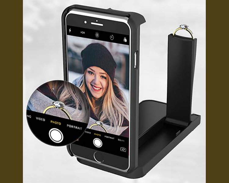 Meet the Smartphone Case That Doubles as a Ring Box and Delivers the Ultimate Proposal Selfie