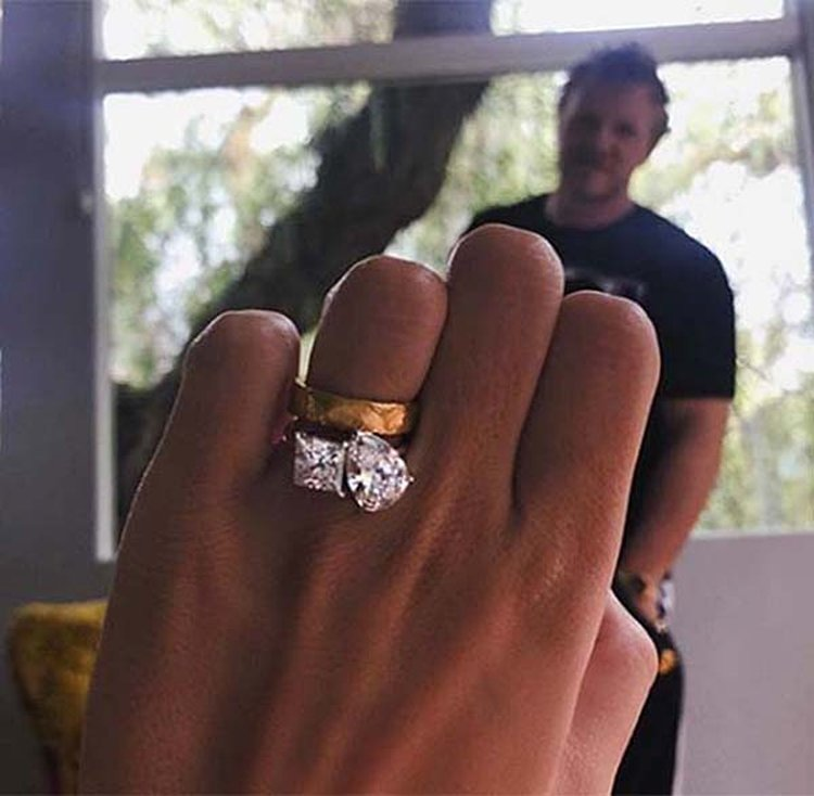 Emily Ratajkowski Replaces Paper Clip Engagement Ring With Double-Stone Stunner